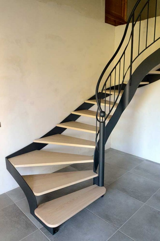 Escalier métal sur mesure, fabrication artisanale dans nos atelier.